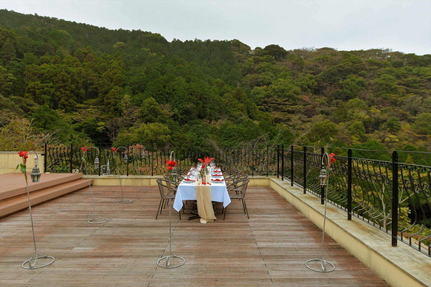 静岡県熱海ウェディングパーティー会場全景 アウトドアウェディング 熱海スパ&リゾート